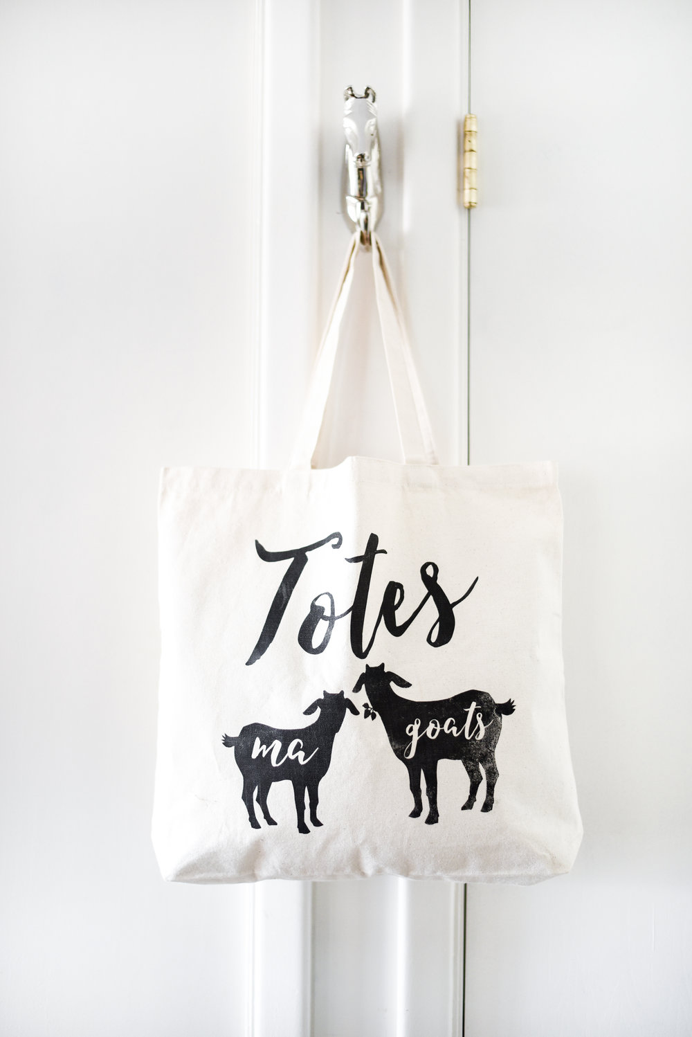 DIY Totes Ma Goats bag - such a cute gift idea for goat lovers! boxwoodavenue.com