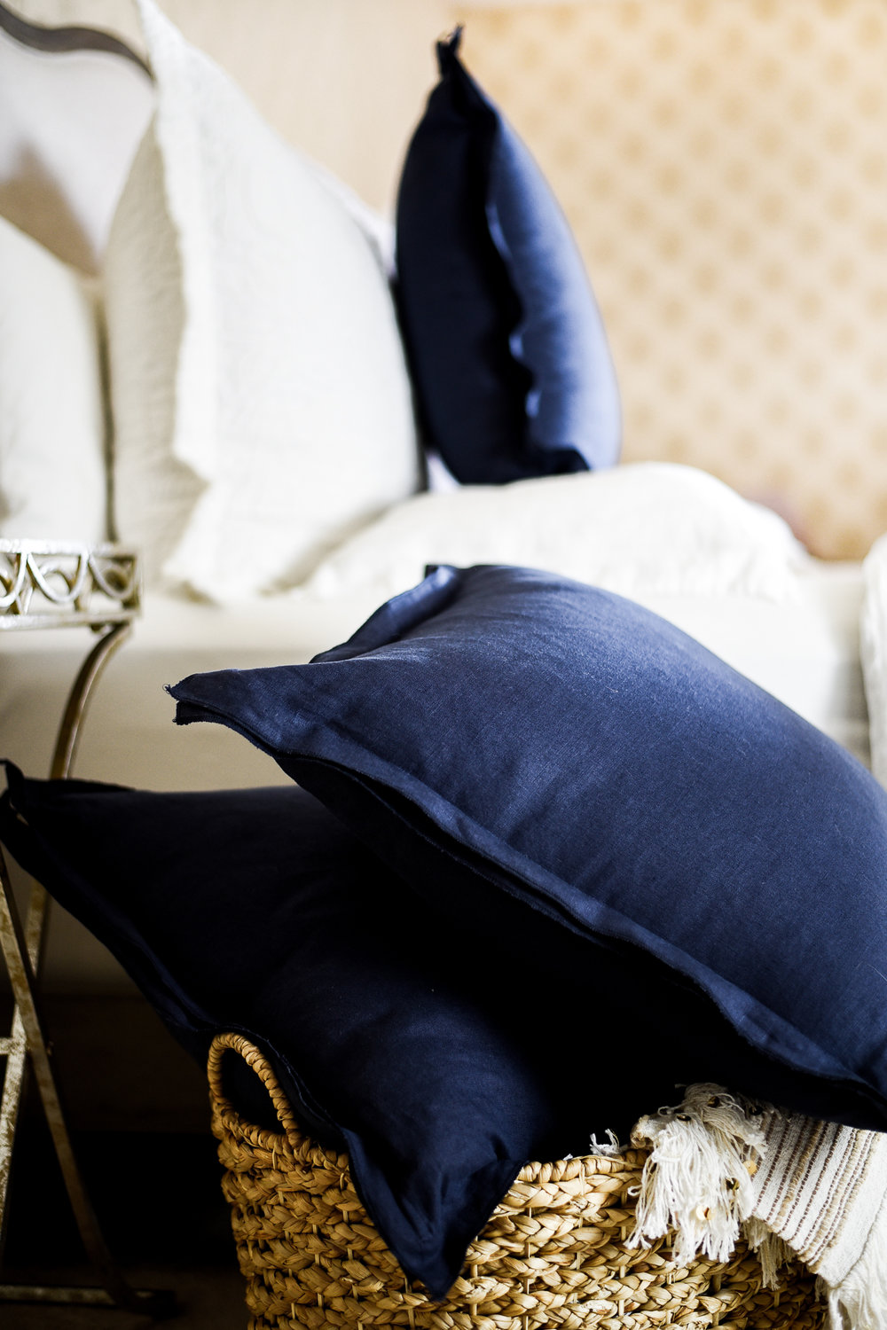 Pottery Barn hack: serged linen pillow covers | boxwoodavenue.com