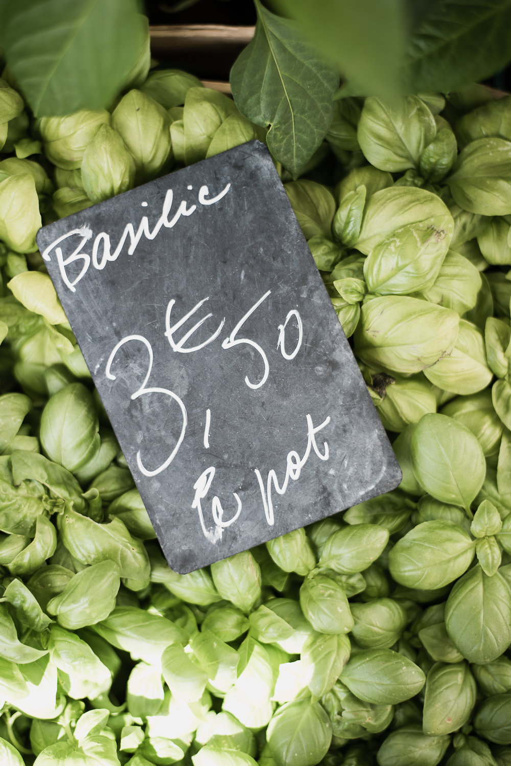 Farmer's Market in Perigeux, France at The Academy | boxwoodavenue.com