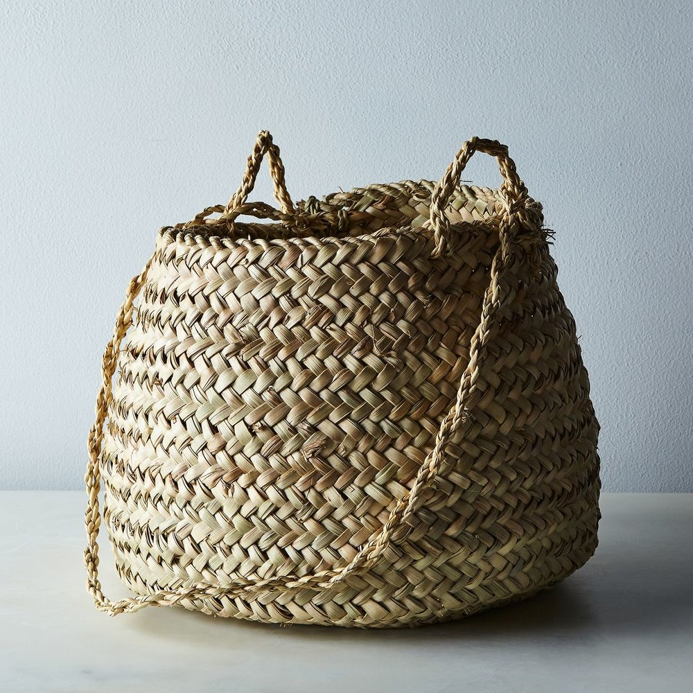 99577e19-4729-4c86-9067-5aea20dcf666--2016-0426_food52-vintage-shop_handwoven-moroccan-hanging-basket_silo_rocky-luten_009.jpg