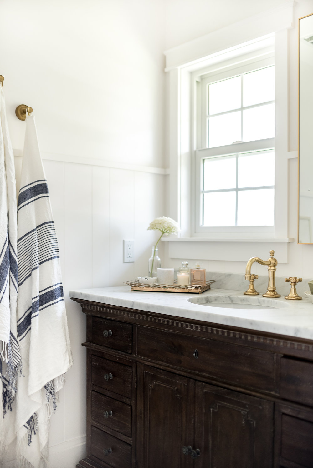 Marble & white bathroom with antique brass hardware | boxwoodavenue.com