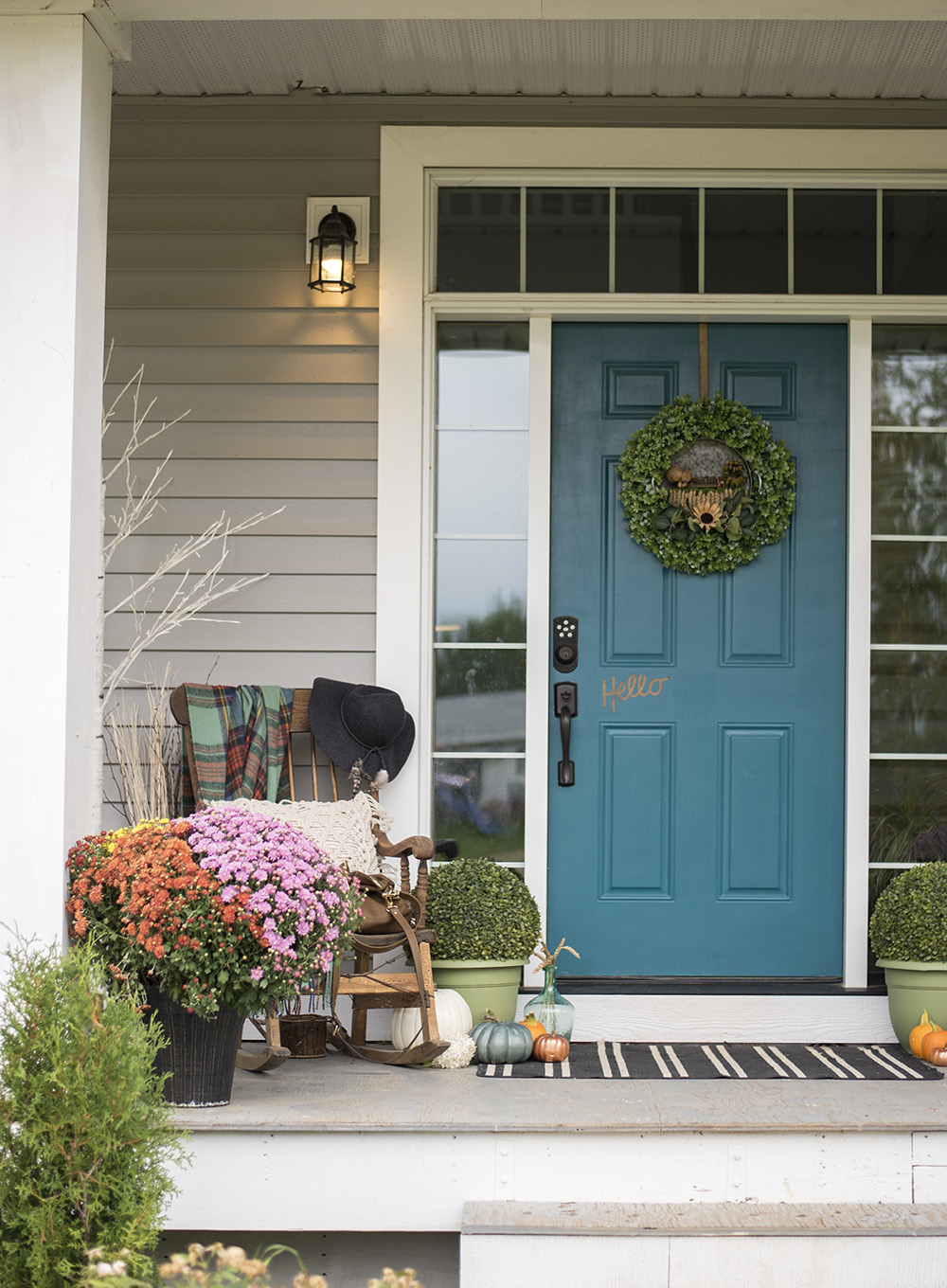 The DIY Mommy Fall 2017 Porch.jpg