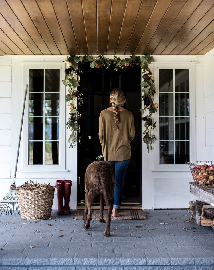 Simple fall decorating ideas for your front porch boxwood avenue simple fall decorating ideas for your farmhouse front porch boxwoodavenue sciox Image collections