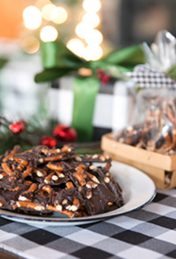 10 Delicious Christmas Treats that aren't Cookies!  // Dark Chocolate Pretzel Bark