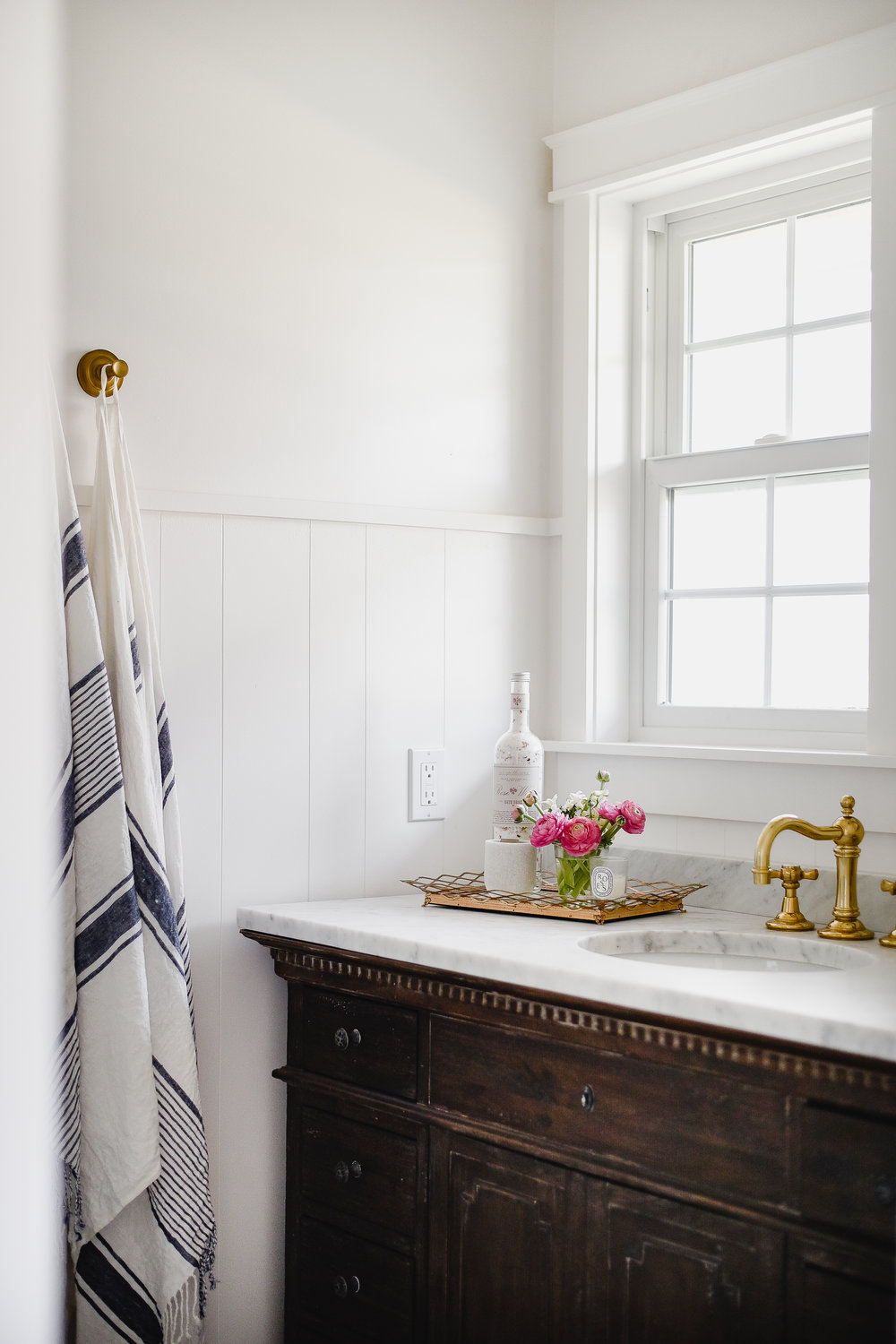 Marble countertop in bathroom with vintage brass hardware | boxwoodavenue.com