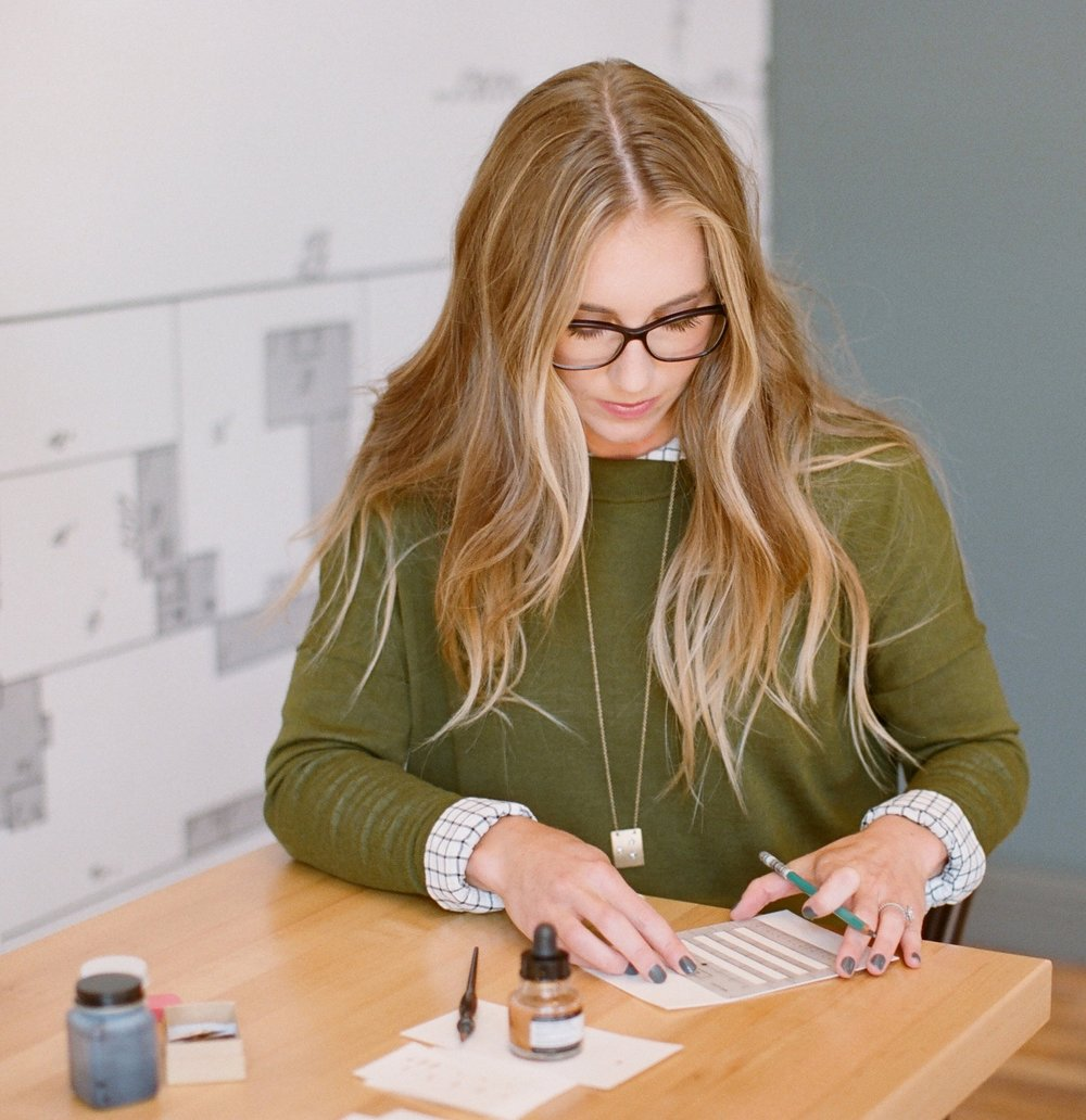 Calligraphy course - In a day where cursive handwriting is only sometimes taught in the school systems, hand lettering is a beautiful talent to possess. Not only for weddings, but for all special occasions. The art of hand lettering is too beautiful to be left behind and forgotten.