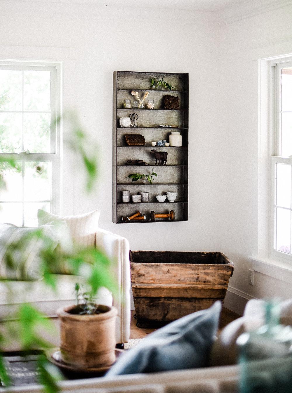 Farmhouse Living Room Décor Ideas | boxwoodavenue.com