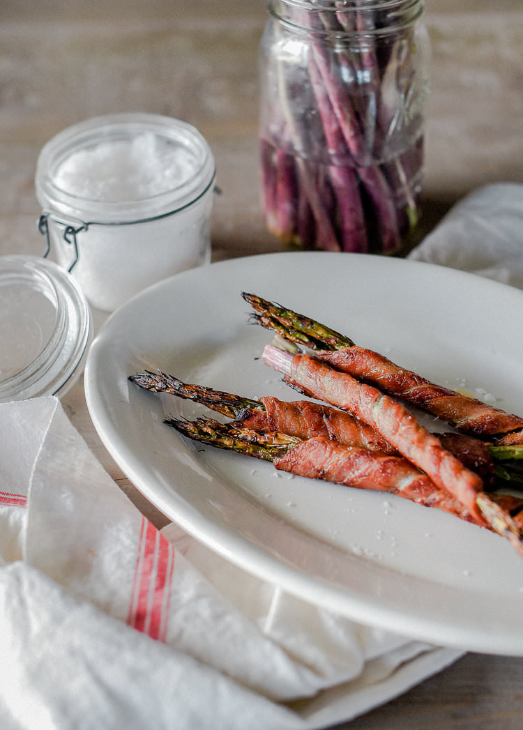 Easy weeknight side dish: Oven Roasted Asparagus wrapped in Bacon | #paleo boxwoodavenue.com