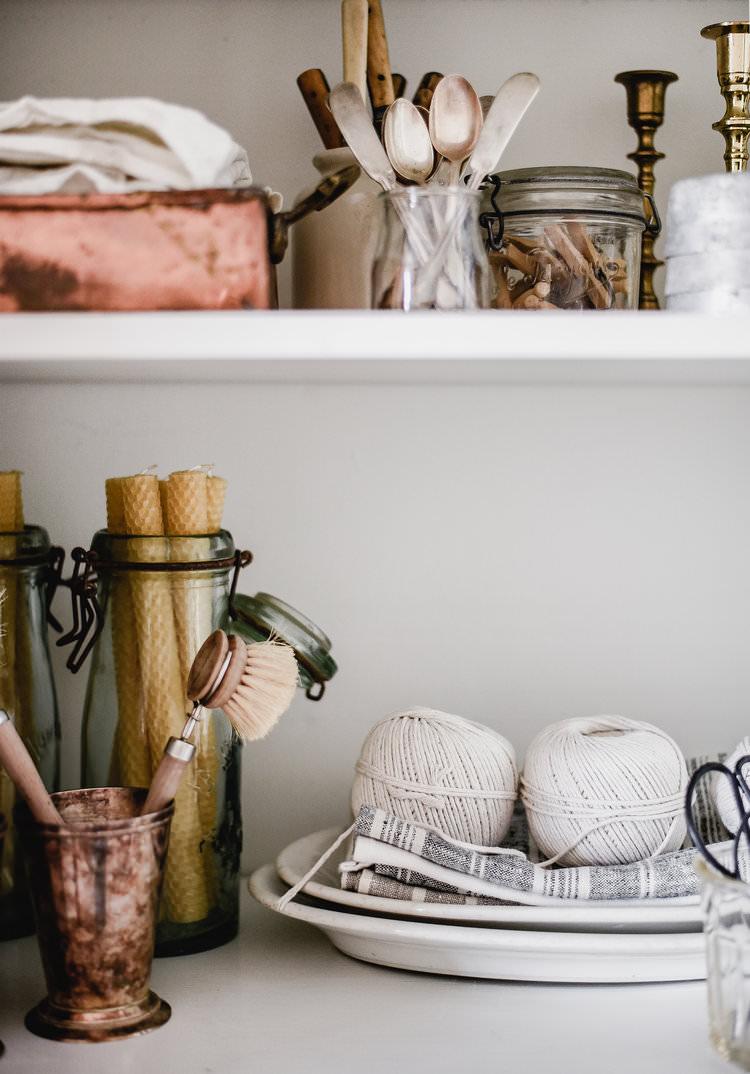 Minimal organization vintage style | boxwoodavenue.com