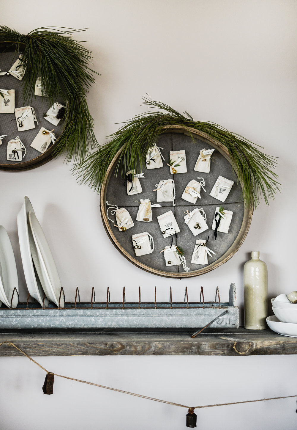 DIY vintage ADVENT CALENDAR - download the free printable labels & inserts