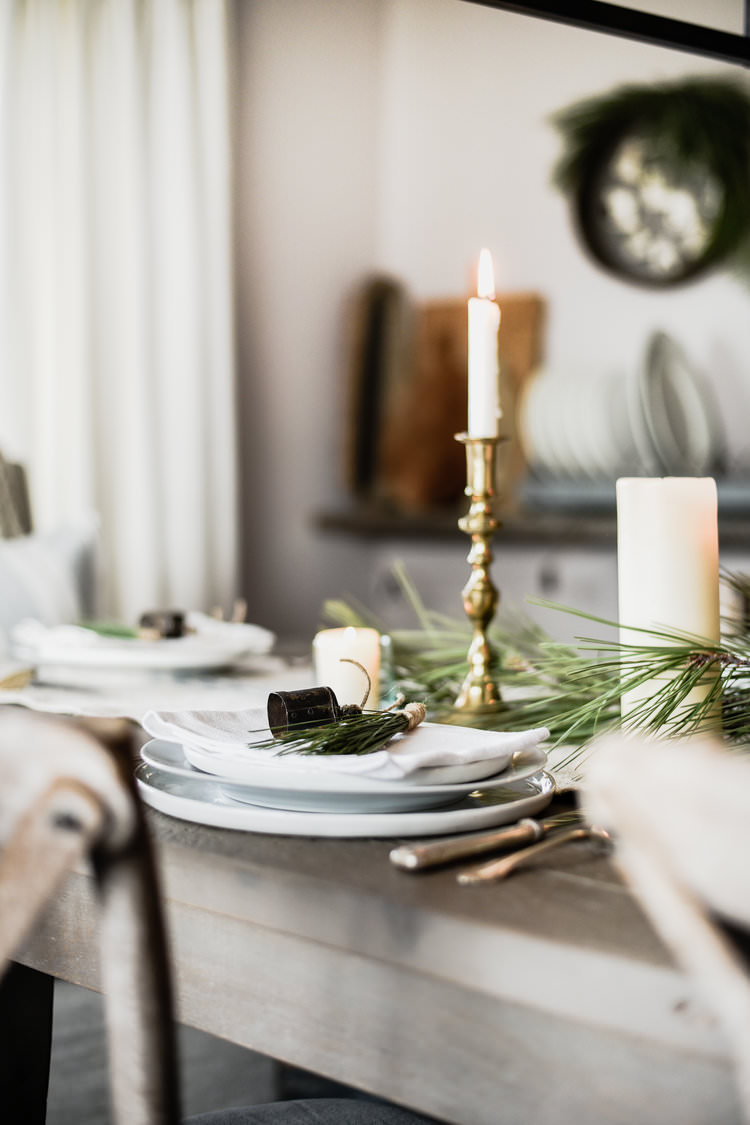 Minimal & Rustic Christmas Decorating ideas | boxwoodavenue.com