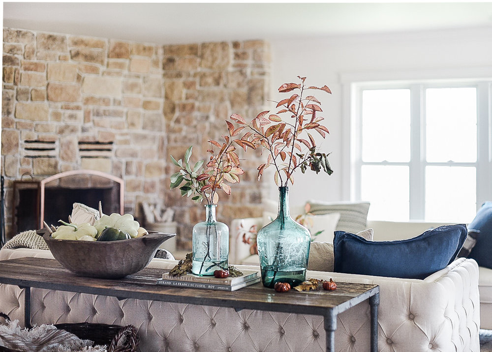 Farmhouse living room decorating ideas for fall | boxwoodavenue.com