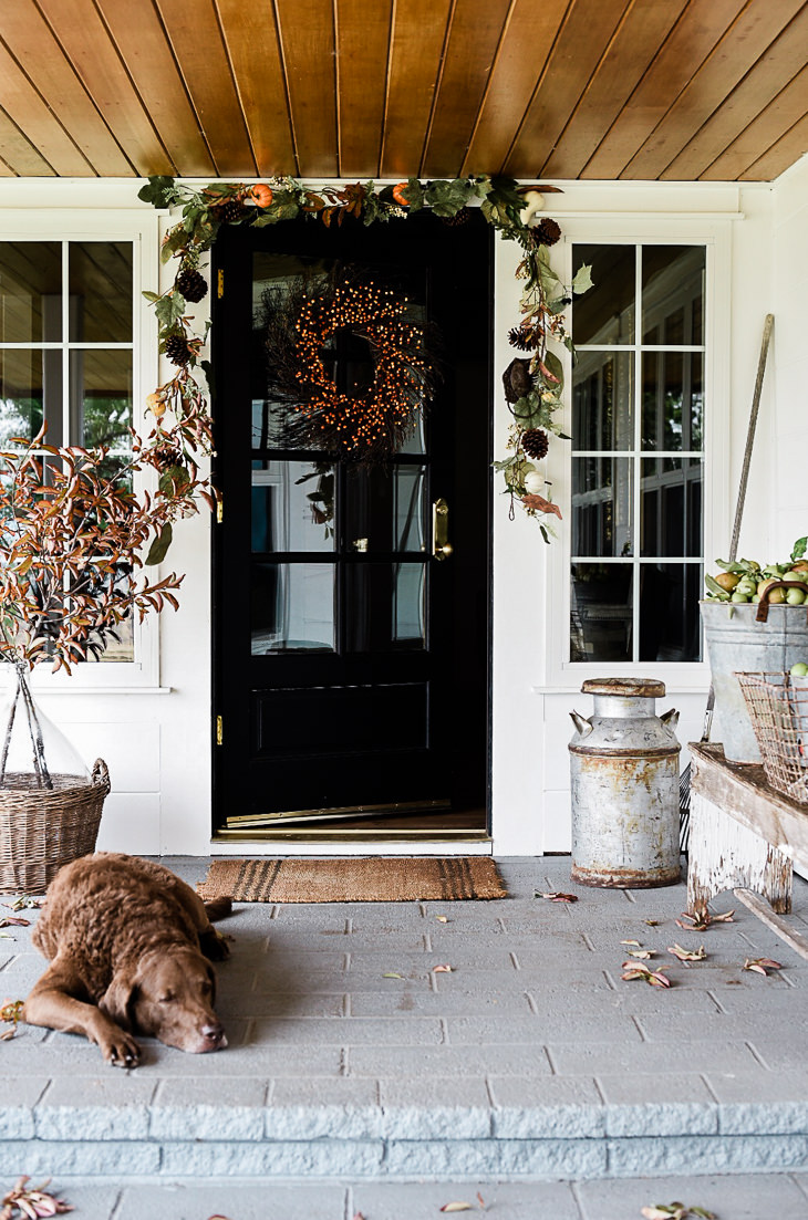 Fall decorating for the front porch | farmhouse style | boxwoodavenue.com