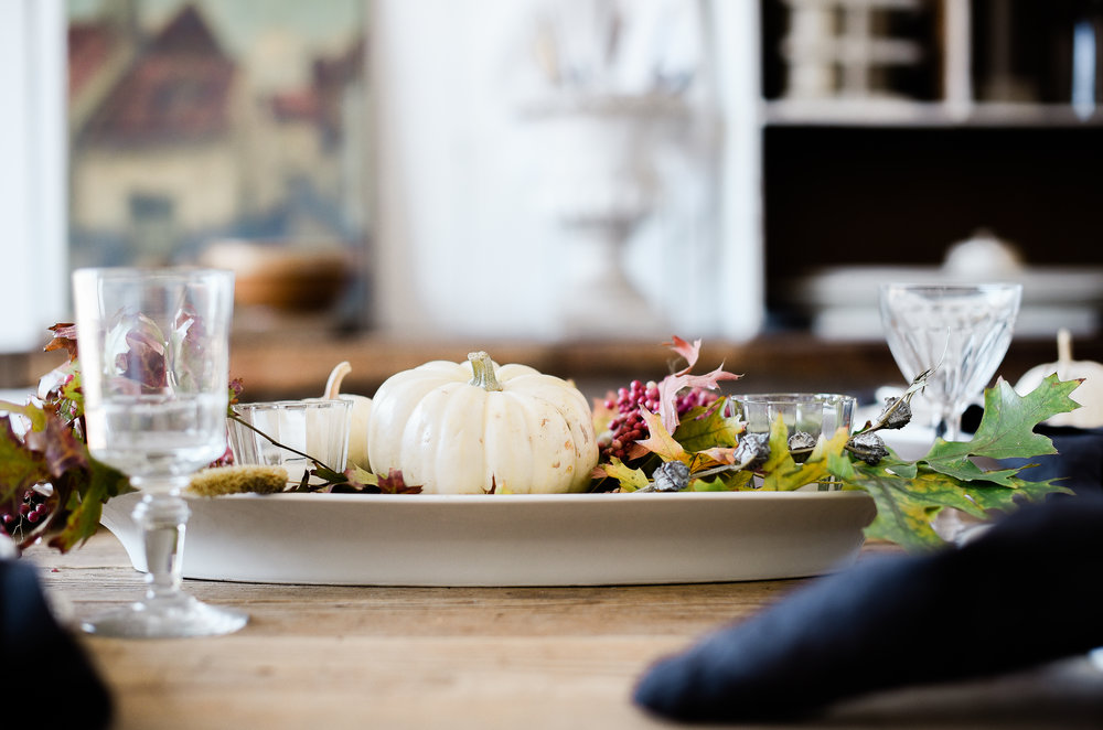 Simple Thanksgiving table idea french farmhouse | boxwoodavenue.com