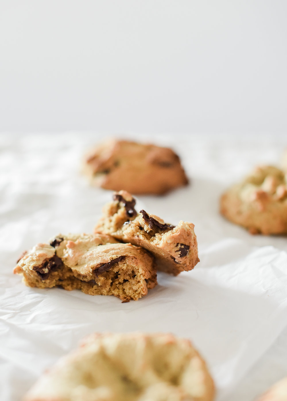 These pumpkin chocolate chip cookies are chewy and delicious! #pumpkinrecipes #pumpkinspice
