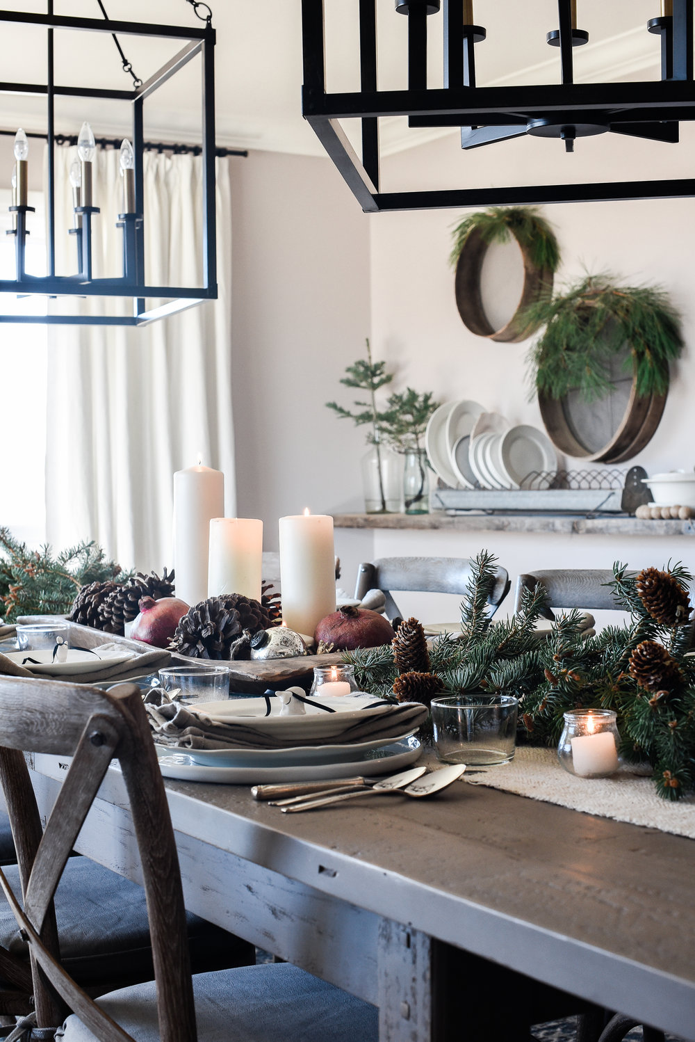 Farmhouse Christmas table ideas and decor | boxwoodavenue.com #christmasdecor #farmhousechristmas
