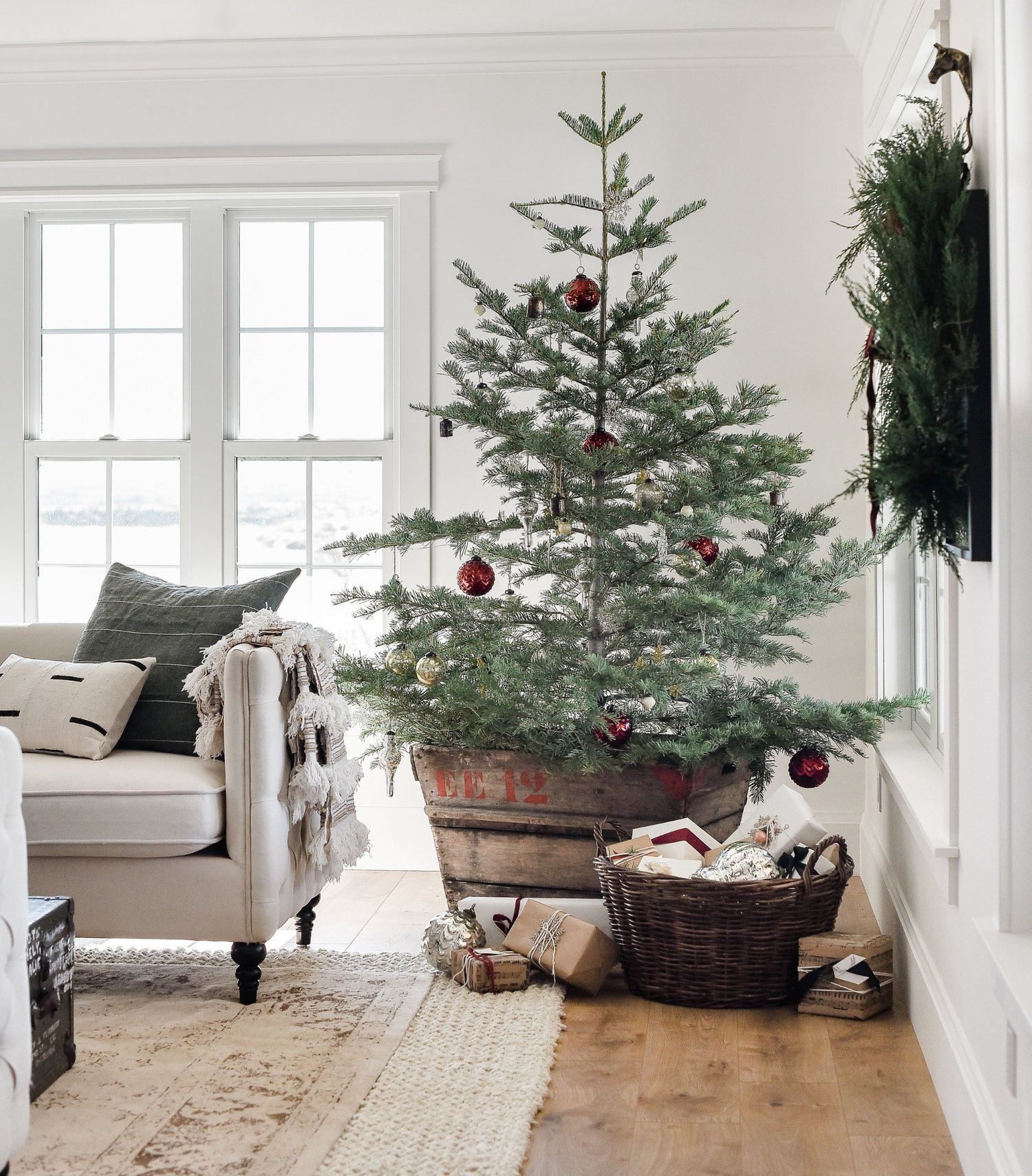 Farmhouse christmas decor living room tree ideas - Christmas living room decor ...