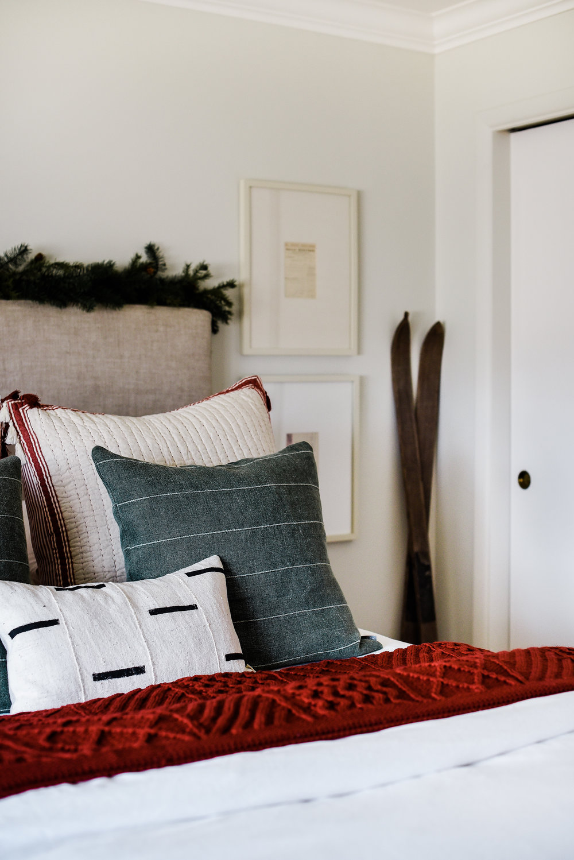 Farmhouse Christmas bedroom - Christmas decorating ideas   boxwoodavenue.com #christmasdecor #farmhousechristmas