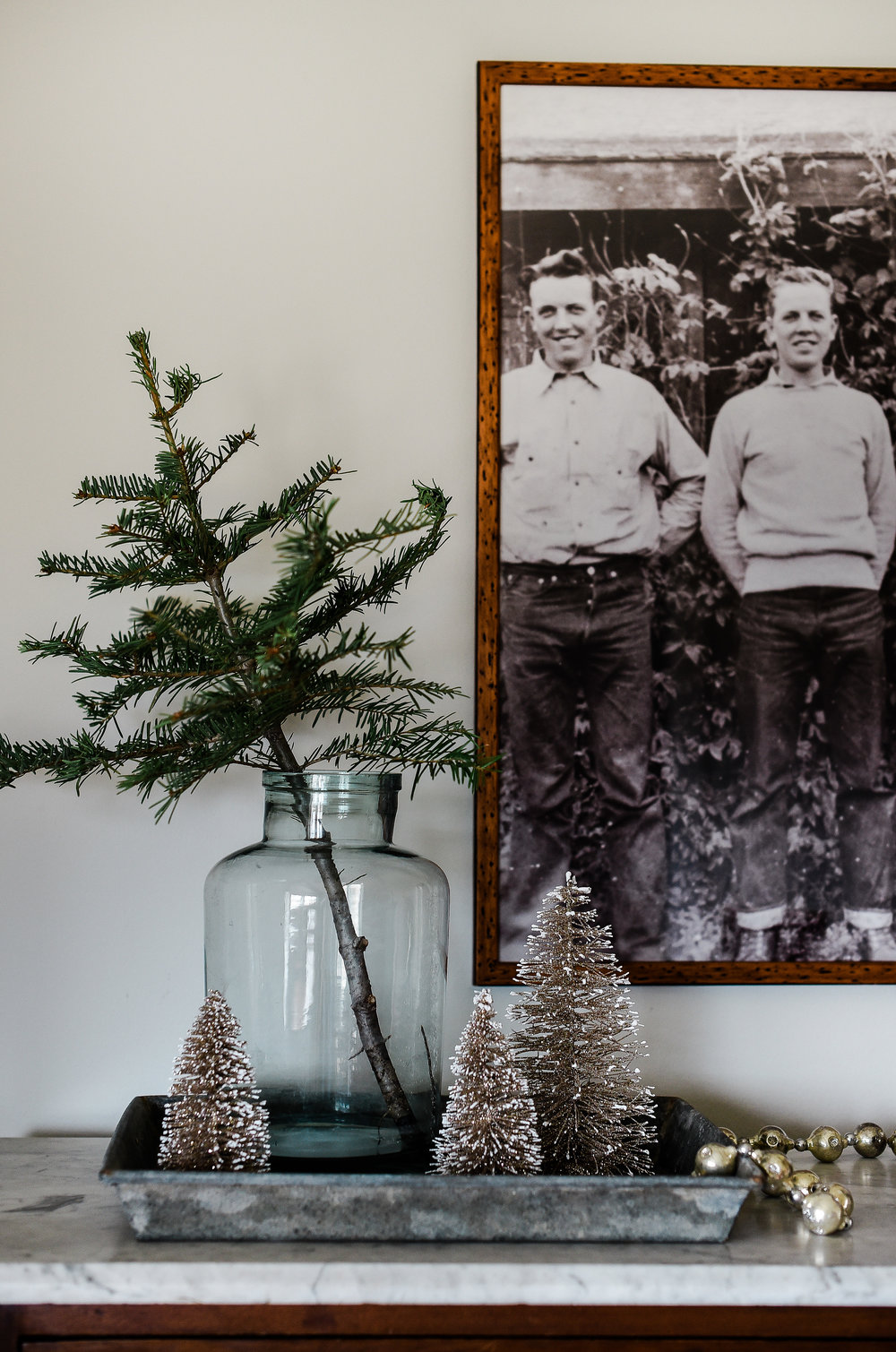 Farmhouse Christmas decorating ideas from boxwoodavenue.com