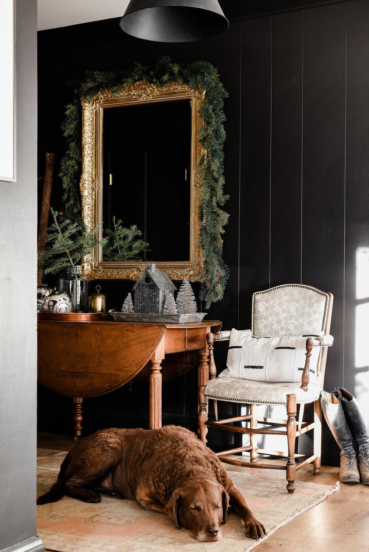 Beautiful farmhouse Christmas entryway with vintage rug from boxwoodavenue.com | #farmhousechristmas #christmasdecor