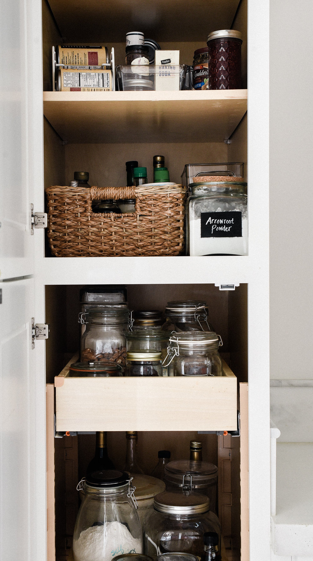 Organizing kitchen cabinets and cupboards - pantry organization ideas | boxwoodavenue.com