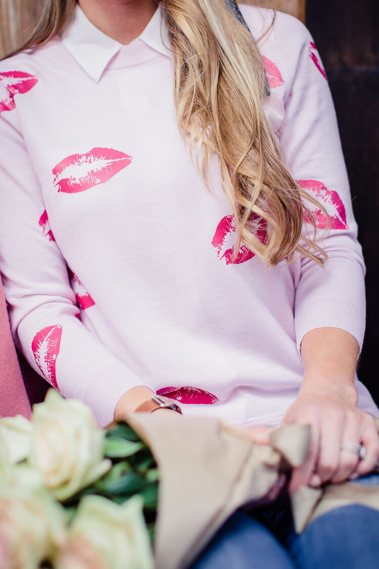 DIY Valentine's' Day sweater decorated with kisses using heat transfer vinyl (htv vinyl) and Cricut. #valetinesdaysweater #htvvinyl #cricut #DIY