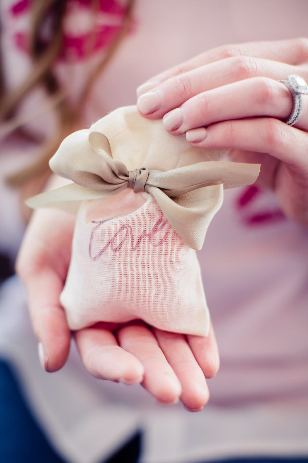 DIY Valentine's Day treat bags! For more goodie bag ideas check out www.boxwoodavenue.com | #valentinesday #goodiebags #treatbags