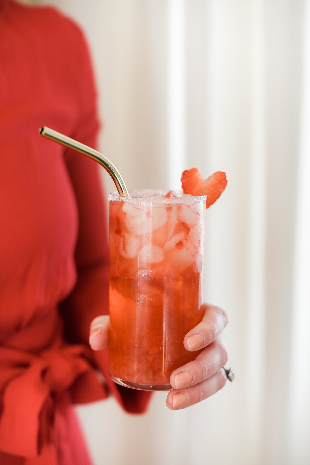Strawberries and champagne make the perfect Valentine's Day cocktail - cute Valentine's Day cocktail garnish with strawberry heart | #valentinesday #cocktailrecipes