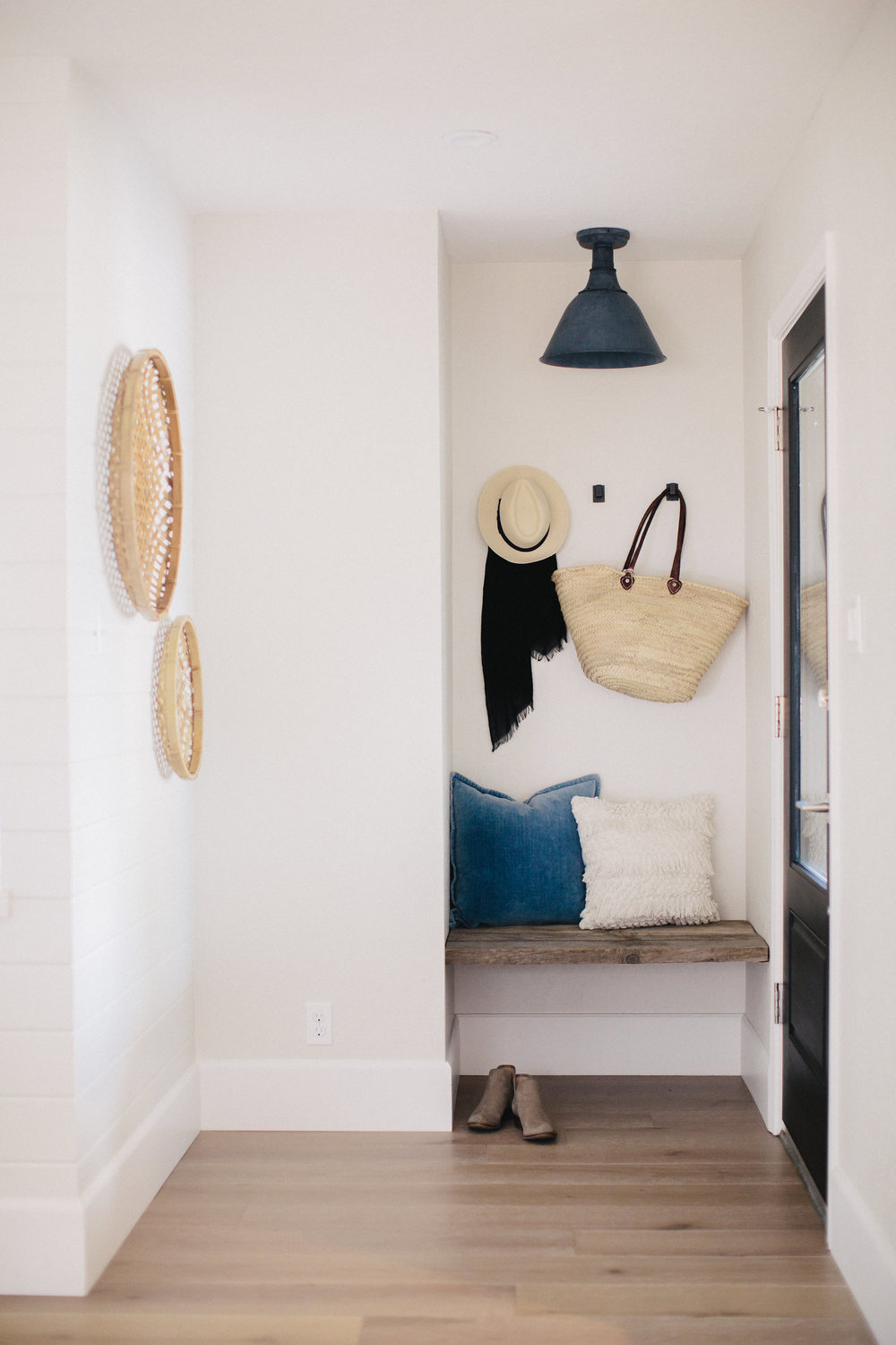 A built in bench in the entryway with wood - floating wood bench   boxwoodavenue.com