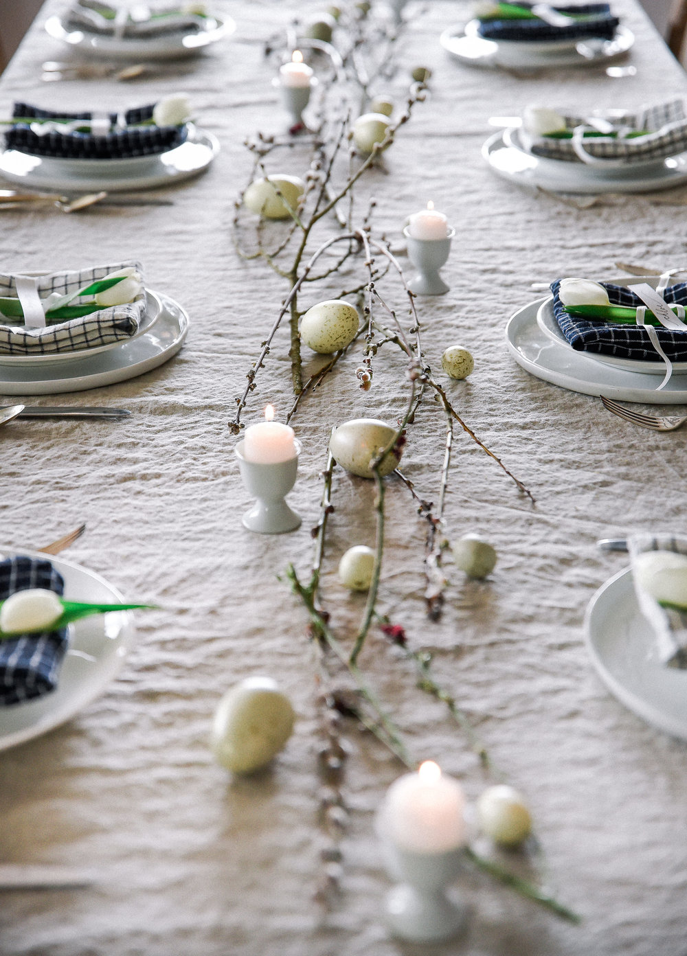 Easter table decorating ideas with checker print easter table linens   boxwoodavenue.com #easterdecor #eastertable #eastertablescape