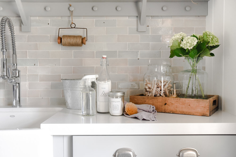 How to Green Clean your home with these top eco friendly cleaning products! Check how safe your cleaning products are and find healthier options! boxwoodavenue.com