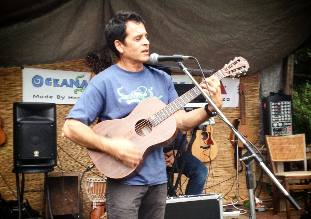 Teddy Randazzo Jr maker of the Dazzo Pickup Systems. Awesome Guitarist Playing the Oceana Parlor Guitar