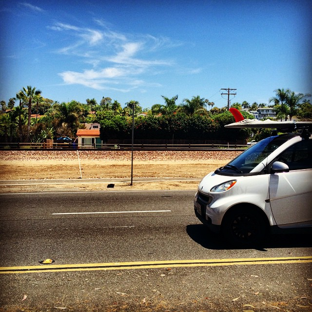 Small car, big board... cruising the 101. That's #smart  #smartcar #summer #surfing #SoCal #SanDiego #🚙
