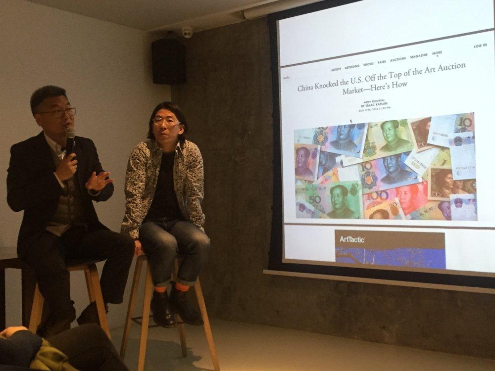 左一: 嘉宾:新时线媒体艺术中心创始人张庆红先生  右一艺术家/创业者/策划人王懿泉先生