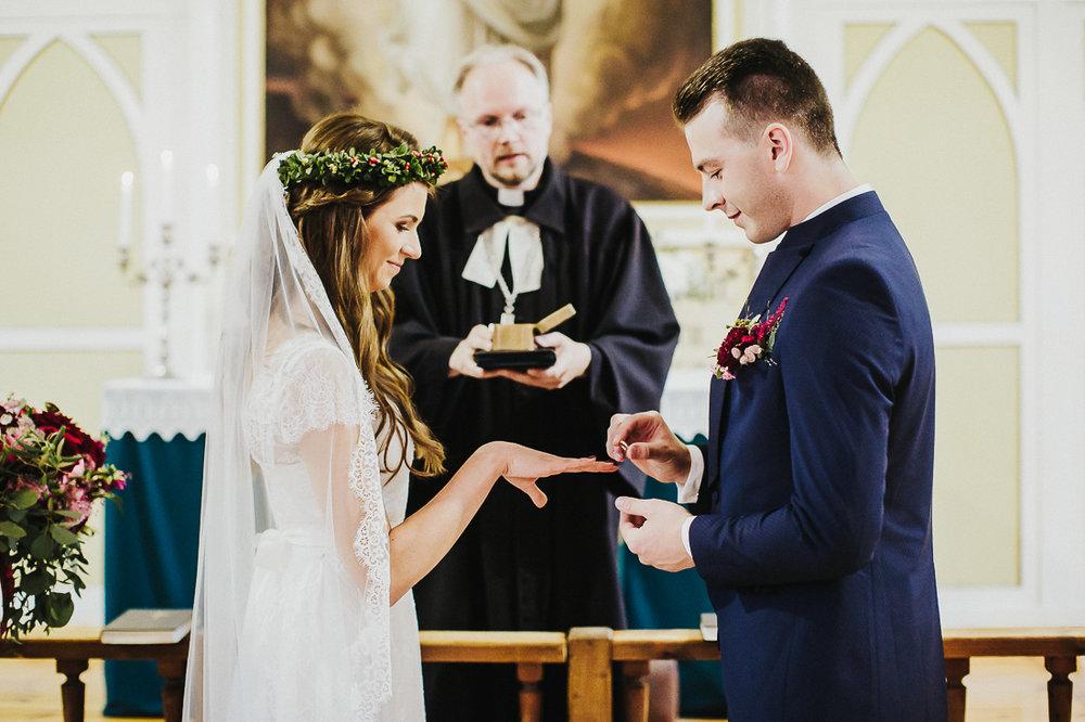 latviskas-kazas-latvian-wedding-ogres-baznica_0030.jpg