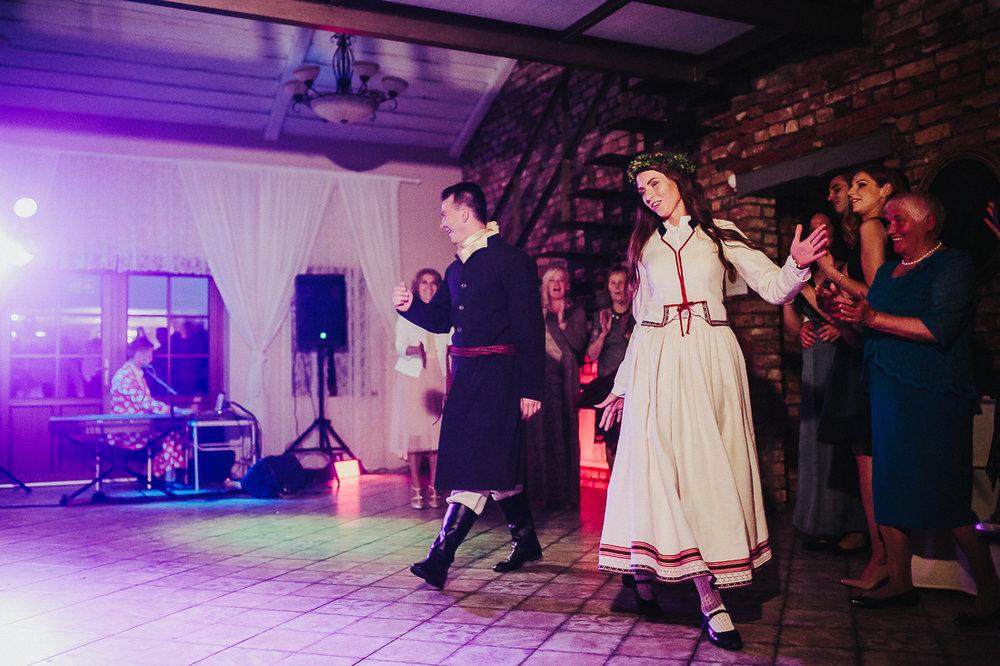 latviskas-kazas-latvian-wedding-ogres-baznica_0065.jpg
