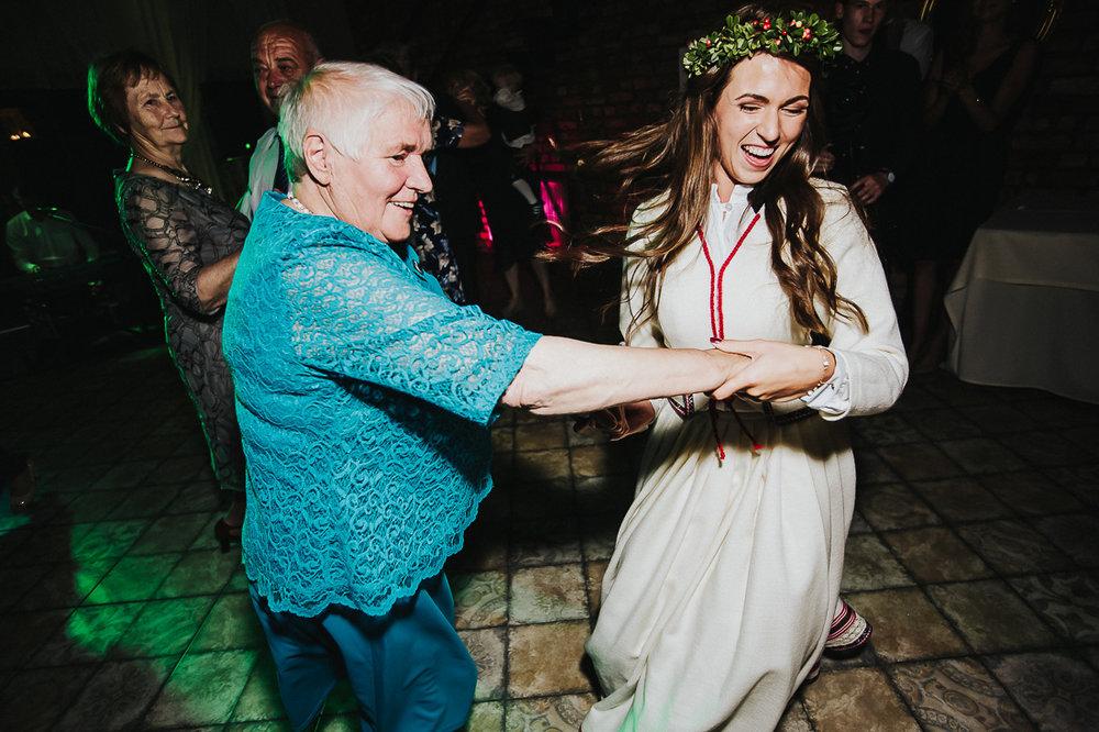 latviskas-kazas-latvian-wedding-ogres-baznica_0070.jpg