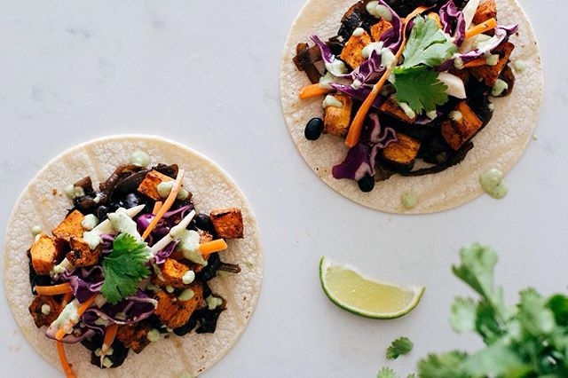 playing round with a vegan taco recipe 🌮😋 . . . .  #tacos #vegantacos #eatclean #vegetarian #vegansofig #veganfoodshare #nourish #theallnaturalcure #f52grams #FBCigers #foodblogger #lifeandthyme #gastropost #feefeed #saveur #lovingearth #foodphotography #vscofood #ulcerativecolitis #crohnsdihsease