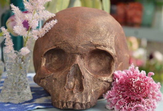 Chocolate Skull Centre Piece.png