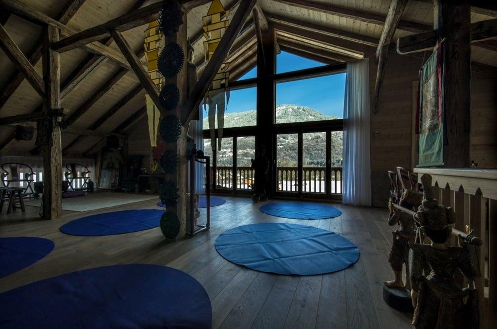 Round-Yoga-Mats-Alpine-View-Le-Badney1881-1024_678.jpg