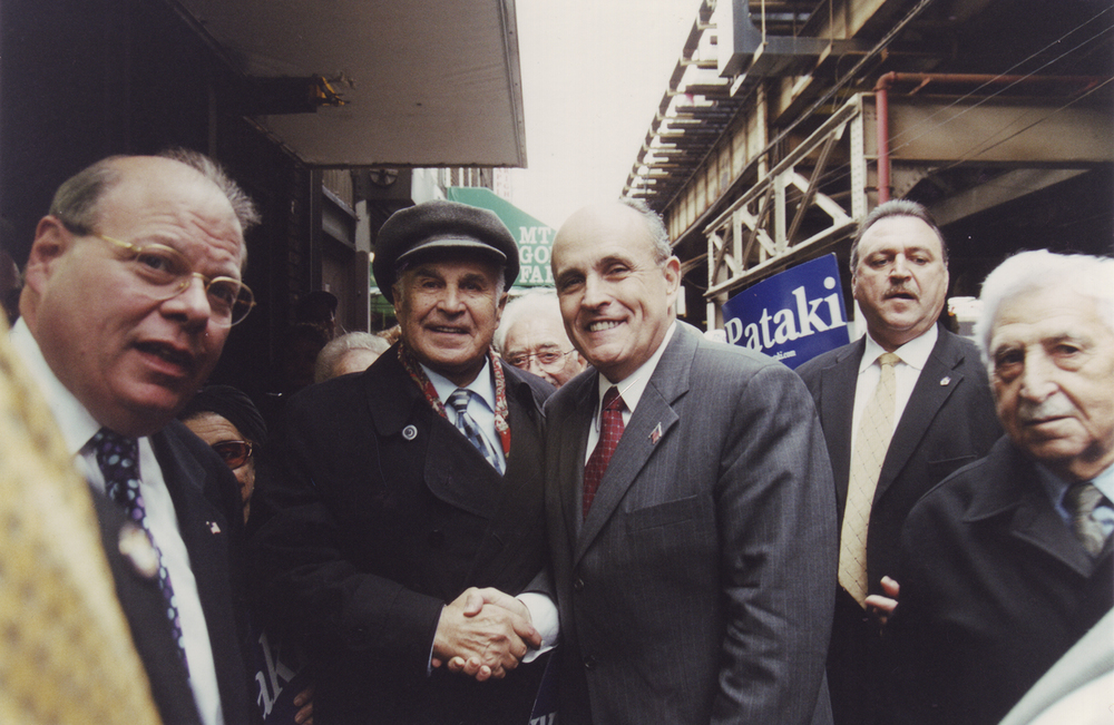 Leonid Rozenberg shaking hands with Mayor Guiliani