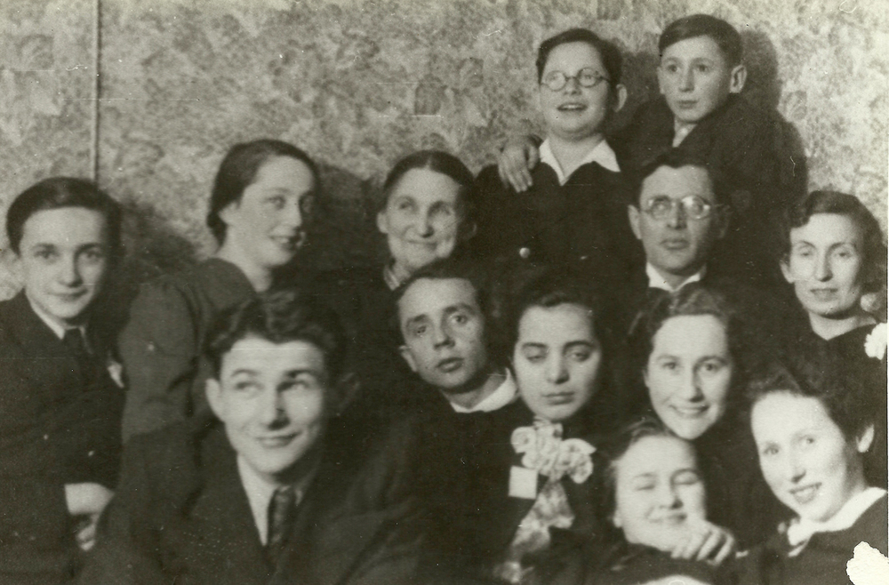 Photograph, Yakov Shepetinsky with classmates, before the war. Slonim.