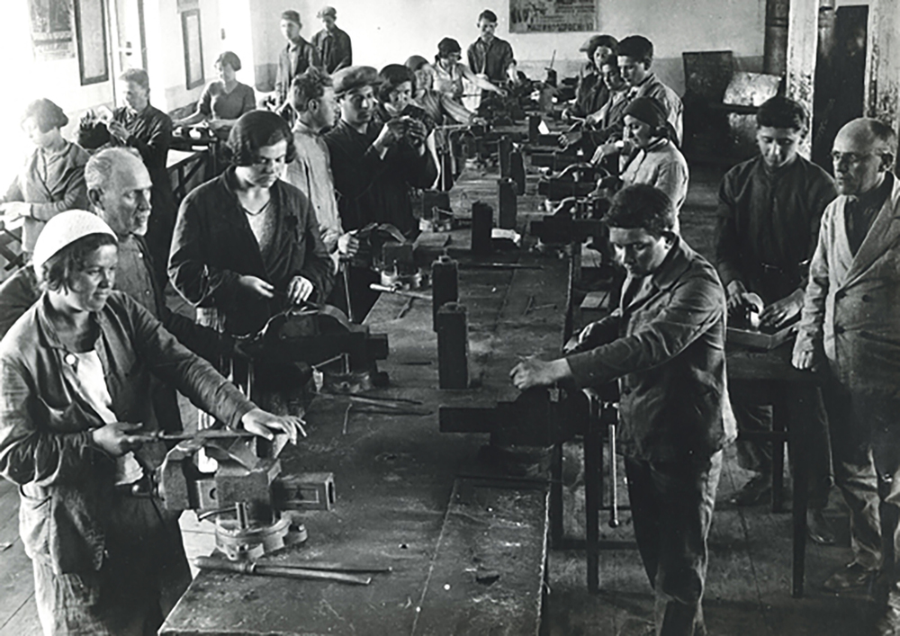 """Jewish Worker Youth"" trade shop. Ukraine, 1930s."