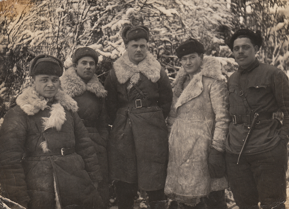 Leizer Selektor with comrades near Svir River. 1942