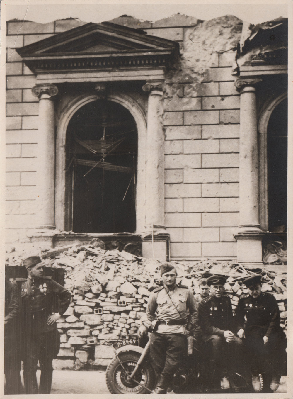 Moisey Melamed (wearing glasses) demining the Reich Chancellery. Berlin, 1945