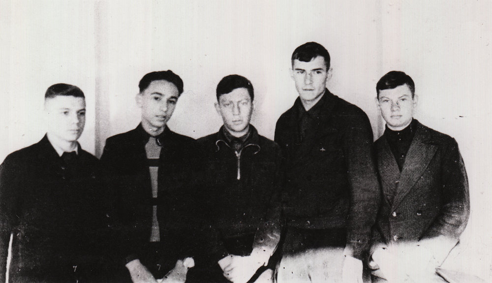 Evsey Epshtein (in the middle) with high school friends. Kharkiv, 1939