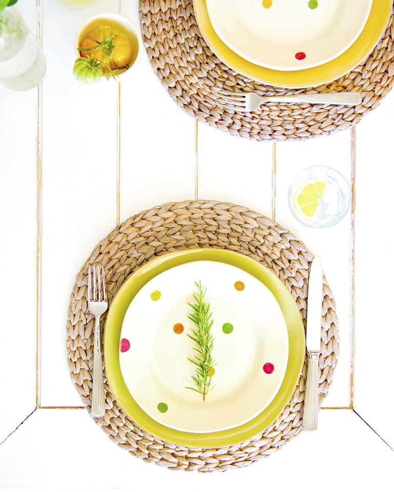 tablescape polka dot plates.jpg