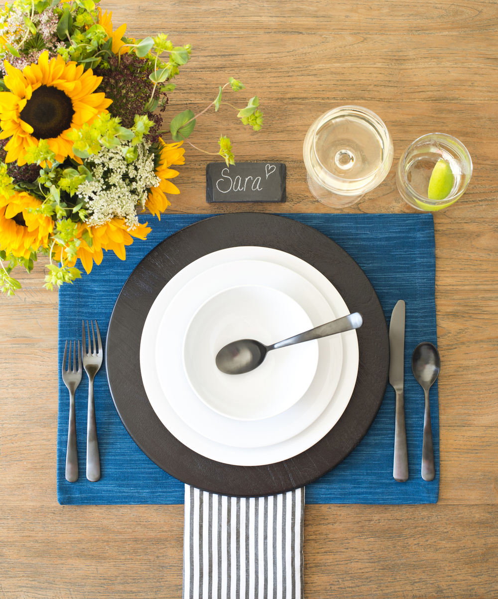 Crate & Barrel's Aspen Dinnerware 3 Ways- Casual Place setting for your any occasion!