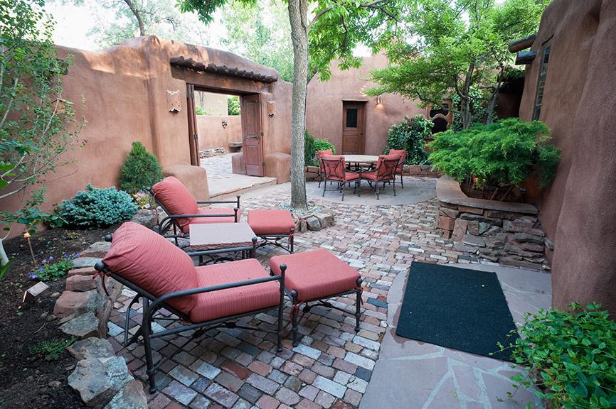 Courtyard Patio Hardscape Design
