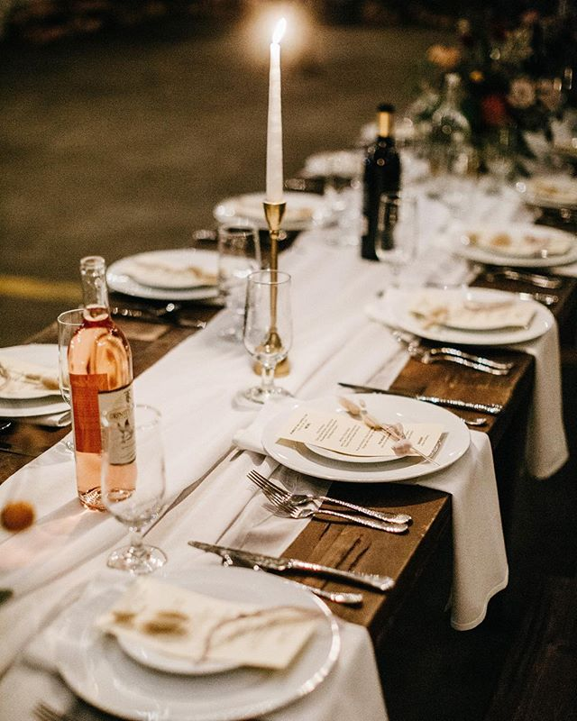 The loveliest tablescape created with Something Borrowed redwood tables, @trinityriverwines , and florals by @haggertydesigns 💫 I could handle eating at this table for a Sunday meal. Captured by the talented @leonvillagomez